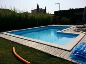 Installateur et constructeur de piscine sur saint etienne devis tarif piscine dur beton et for Constructeur piscine tarif