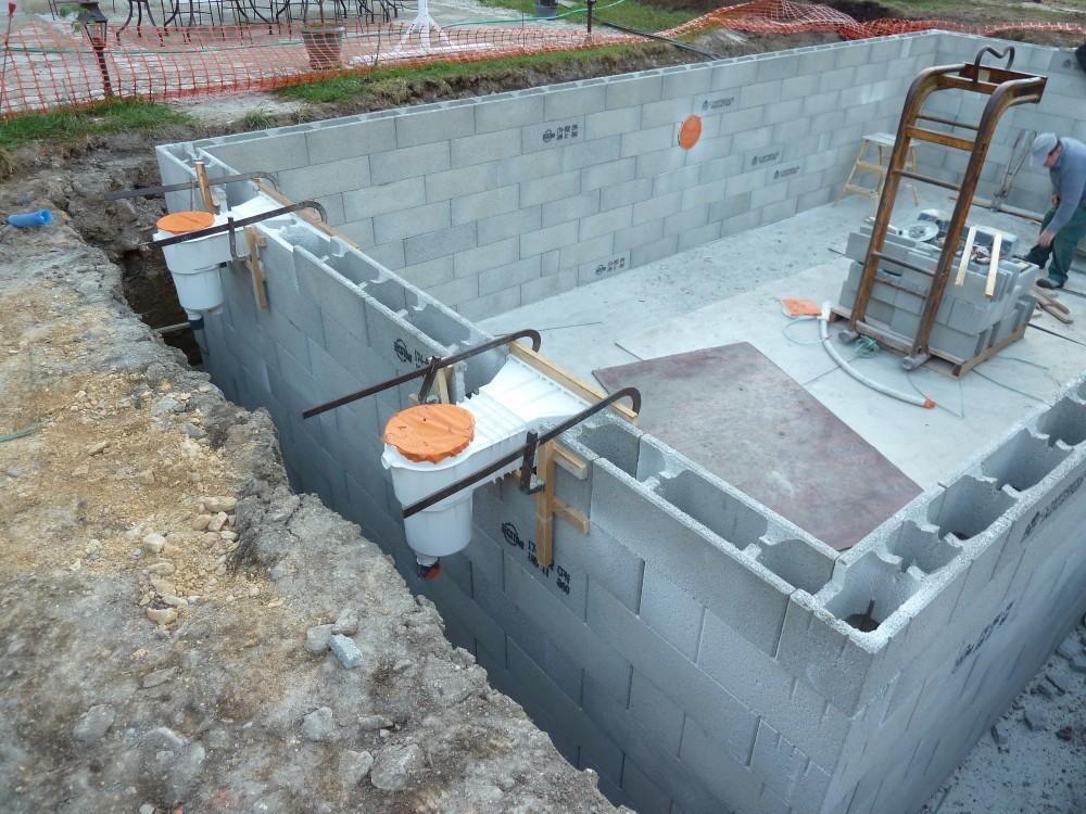 Installateur et constructeur de piscine sur saint etienne devis tarif piscine dur beton et - Pose piscine semi enterree ...